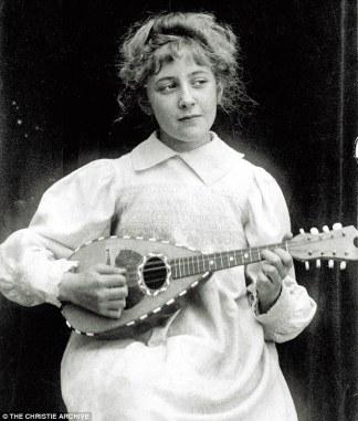 Agatha-Bandolin-1898